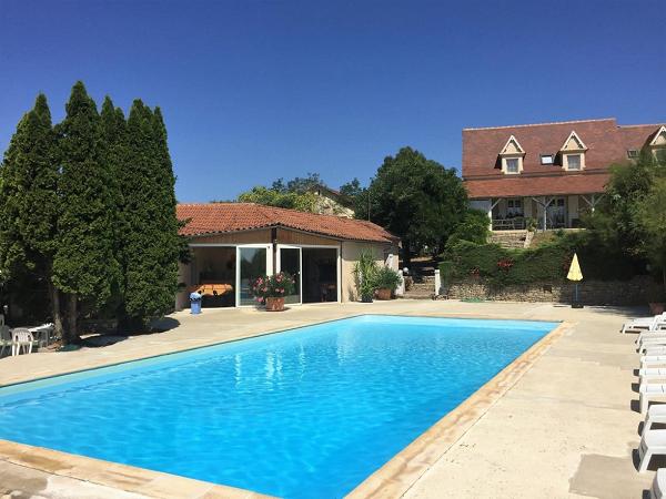 maison habitation avec chambres d'hôtes et piscine